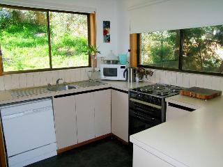Possums Apartments, Karoola Cres ,14