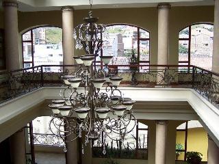 Grand Victoria Boutique…, Bernardo Valdivieso ,650