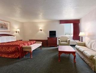 Days Inn & Suites Fullerton