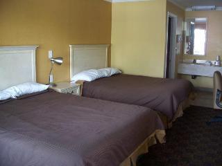 Abby's Anaheimer Inn, West Katella Avenue 1201,1201