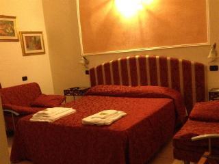 Hotel Sicilia, Via Benefattori Dell'ospedale…