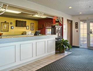Super 8 Motel - Carthage