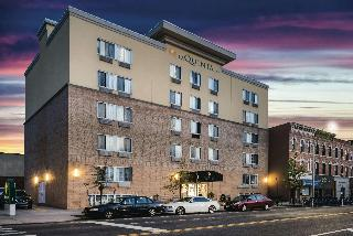 La Quinta Inn & Suites by  Brooklyn Downtown