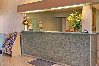 Days Inn & Suites Hayward