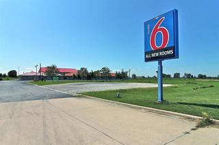 Motel 6 Gilman, Us Highway 24 West,834