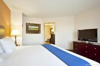 Holiday Inn Express…, Lakeview Parkway,975
