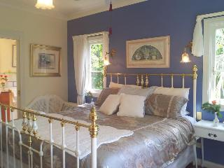 Amore Bed & Breakfast, Long Road 150,150