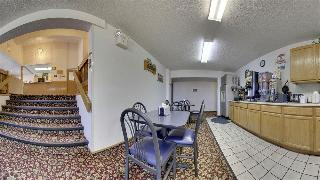 Super 8 by Wyndham Kirksville, 1101 Country Club Dr,