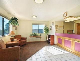 Super 8 Motel - Roanoke