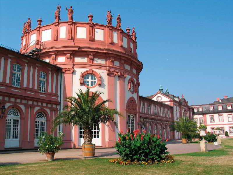 Am Schloss Biebrich