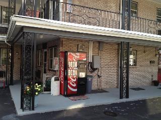 Towpath Motel, Monroe Avenue,2323