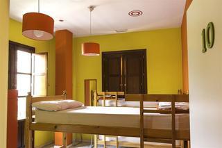 Samay Hostel, Av. Menendez Pelayo ,13