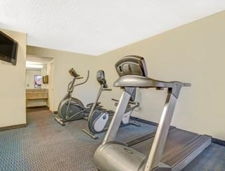 Howard Johnson Express Inn Suites - South Tampa/Ai