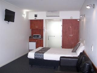 Ayr Traveller's Motel, Queen Street 233,233