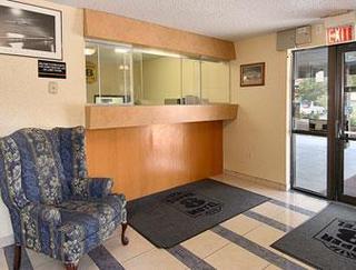 Super 8 Motel - Waldorf