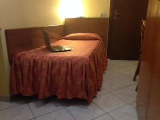 Hotel La Caravella Milano, Via Camillo Hajech18,