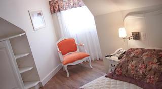 Encantos Charme Hotel, Av.das Hortensias, Centro,2152