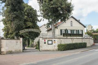 Hotel Relais d'Aumale, 37 Place Des Fêtes,