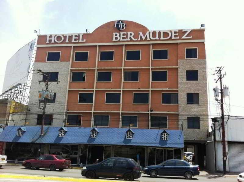 Bermudez, Av. Bermúdez, Frente Al Cuartel…