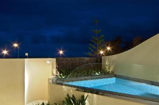 Beach Suites, 20 Bay Street,