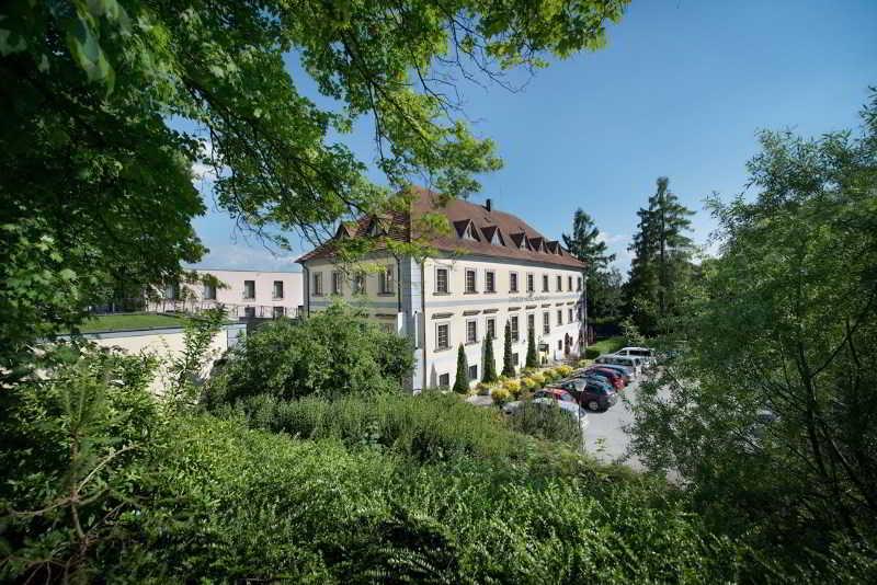 Maximilian Lifestyle Resort