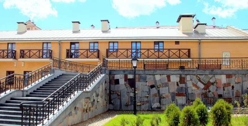 Monastyrski Hotel, 6 Kirilla & Mefodya St.,