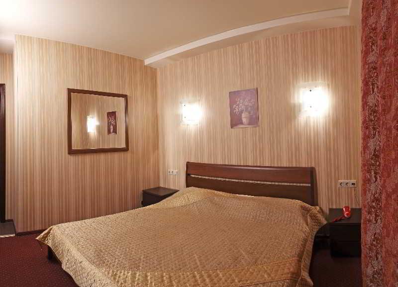 Alex Hotel On Muzhestva