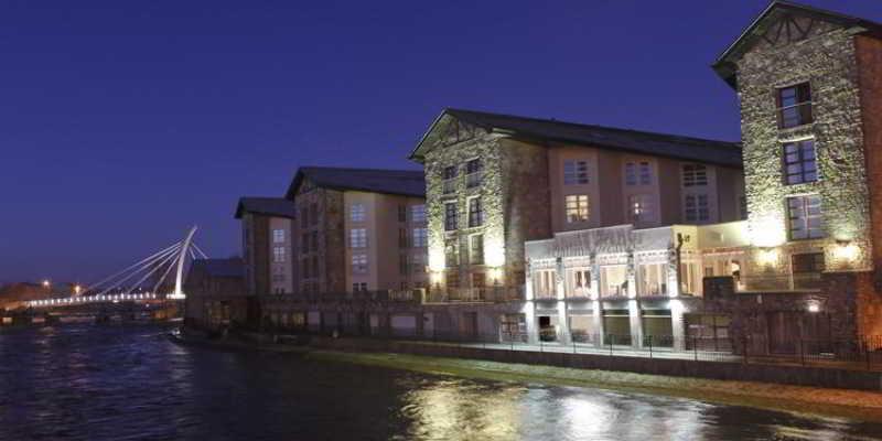 Ballina Manor Hotel, Barrett Street,