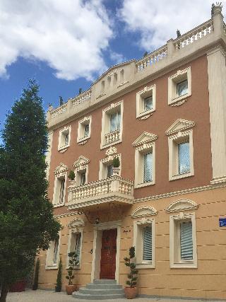 Shangri La Mansion, Marsala Tita,151
