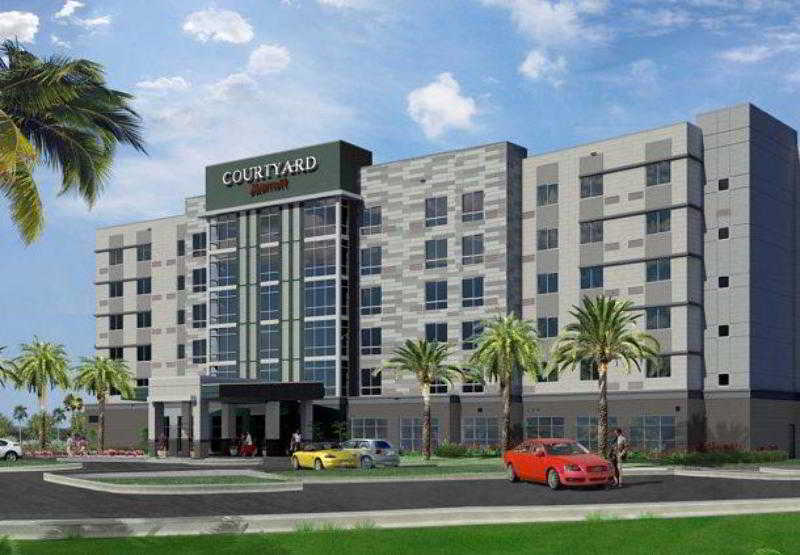 Courtyard By Marriott Orlando South / John Young P