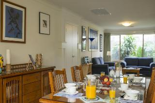 Bellevue Bed & Breakfast, 12 Chalk Hill Road,