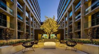 Avenue Hotel Canberra, 80 Northbourne Avenue,