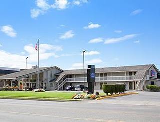 Howard Johnson Inn & Suites Tacoma/Joint Base Lewi