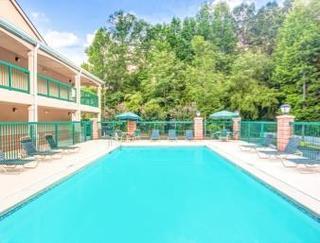 Book Days Inn & Suites Peachtree City Atlanta - image 4