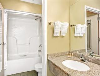 Book Days Inn & Suites Peachtree City Atlanta - image 11