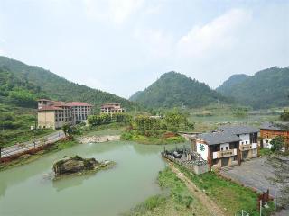 Days Hotel & Suites…, South Gate Heishangu Wansheng,