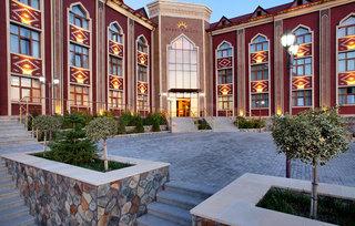 Sheki Palace, Akhundzada Avenue,