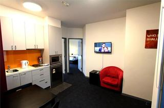 Alston Apartments Hotel, 138 Elgin Street,