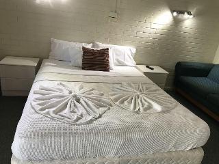 Bananatown Motel, 15 Grafton Street,