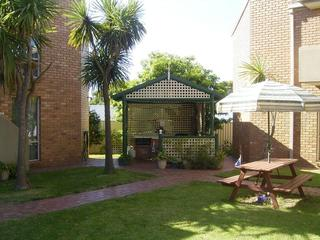 Fronds Holiday Apartments, 4 Cameron Street,