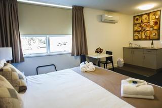 Hotel Gracelands, 7-9 Bushman Street,
