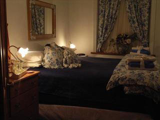 Segenhoe Inn, 56 Macqueen Street,