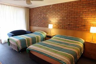 Summerhill Motor Inn, 24 - 26 Merimbula Drive,