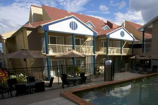 Toowong Inn and Suites, 24 Lissner Street,