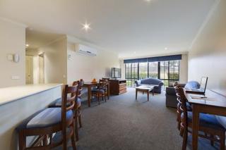 Parklands Hotel & Apartments