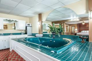 Quality Inn East Dubuque