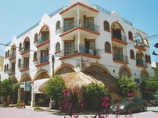 ... El Patio Hotel U0026 Suites ...