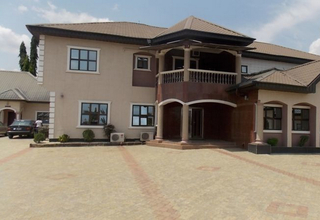 Emrosy Hotels And Suites, Everist Drive,4
