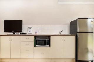 Comfort Inn & Suites…, 3-5 Wellington Boulevard,