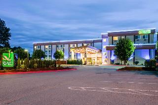 Quality Inn & Suites…, 415 Ellingson Road,
